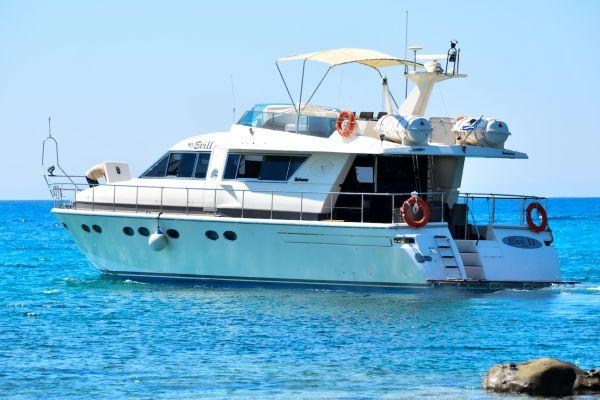 Yacht rental to Chrissi Island